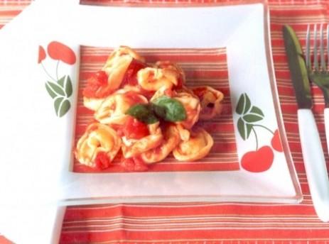 Agnoline de Queijo ao Molho de Tomate e Manjericão