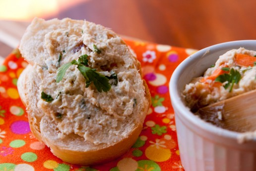 Patê de Frango com Pão Francês