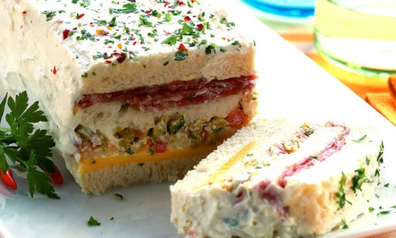Sanduíche de Salame com Cobertura