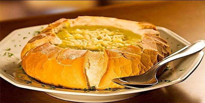 Sopa de Peixe servida no Pão Italiano