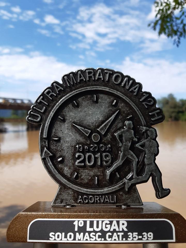Atleta patrocinado pela Dipães conquista Ultramaratona noturna de 12 horas no Paraná