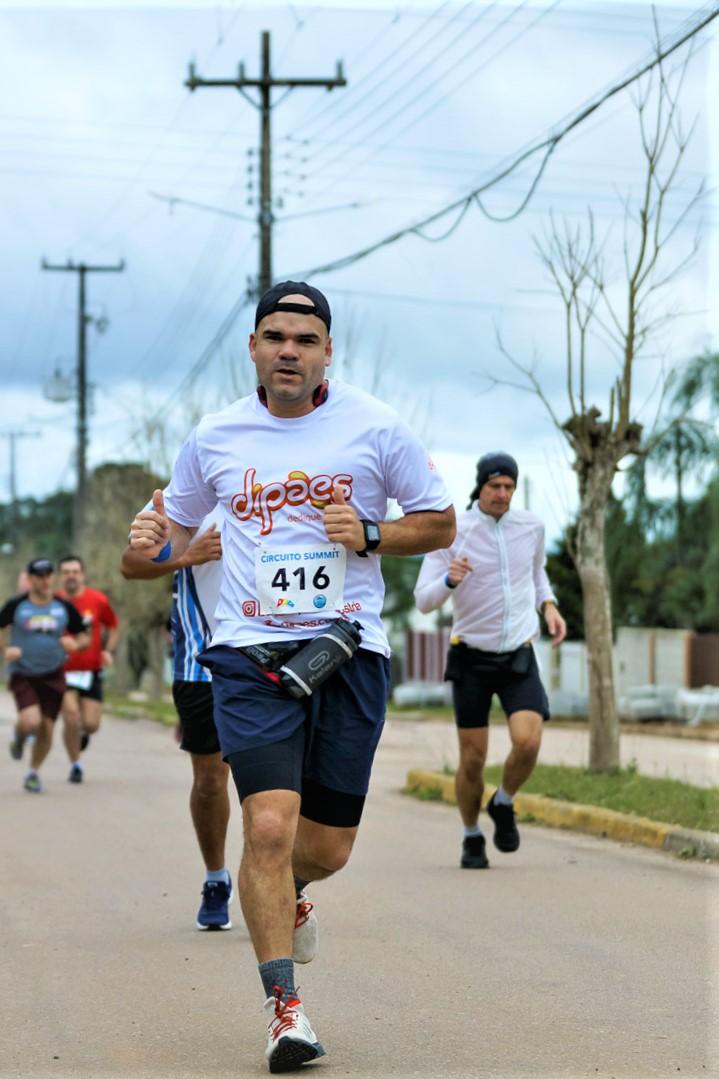 Atleta patrocinado pela Dipães participa de duas corridas e recebe Menção Honrosa