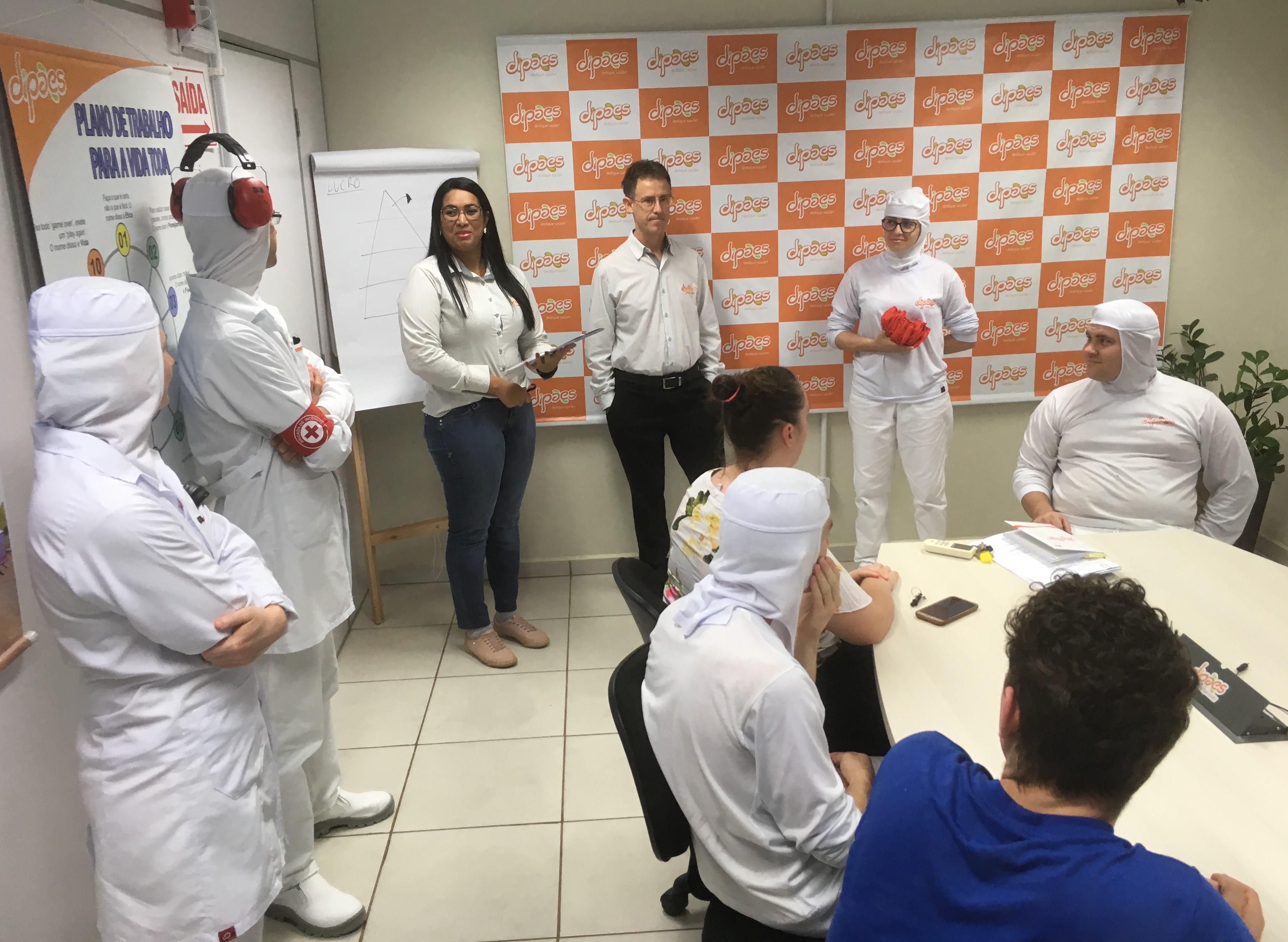 Dipães entrega certificados e braçadeiras de Brigadistas de Emergência aos colaboradores da Indústri