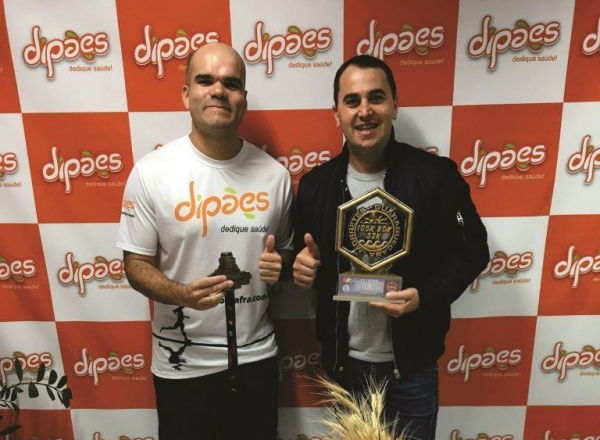 Ultramaratonista, patrocinado pela Dipães, realiza Visita Técnica à Indústria.