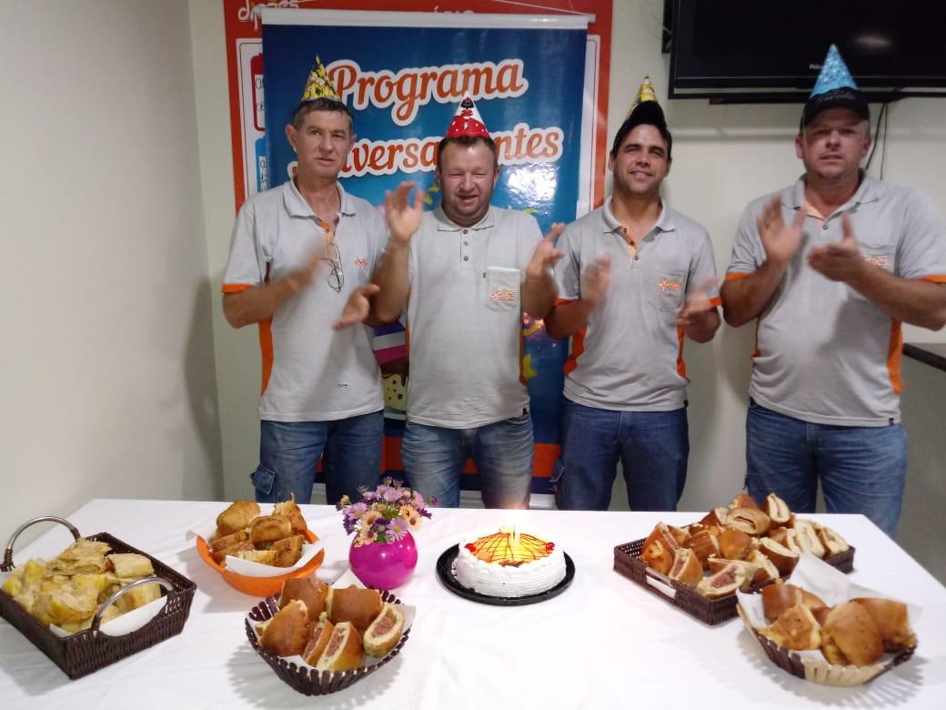 Aniversariantes de Agosto do Setor de Transportes da Matriz são homenageados pela Dipães